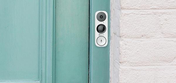 Traditional Doorbell vs Smart Doorbell